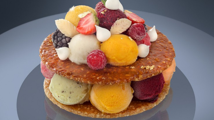 A millefeuille with ice cream scoops in different colours, between two caramel sheets, with fruit and meringue decorations from Une Glace à Paris