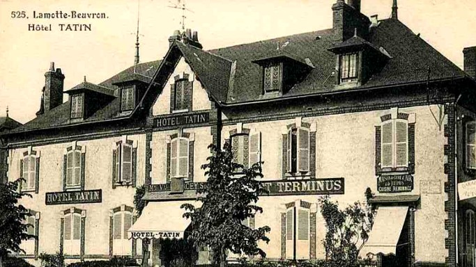 Black and white photo of the hotel Tatin
